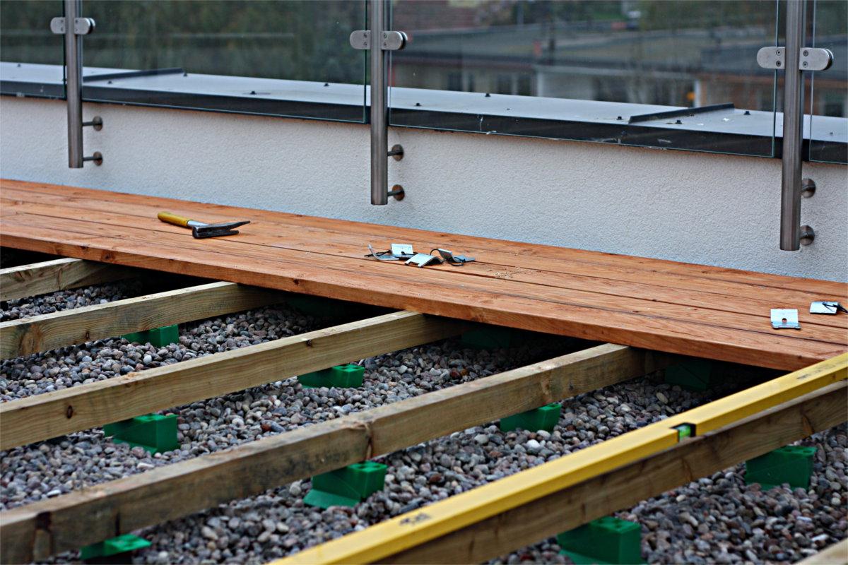 System Ułatwiający Poziomowanie I Montaż Podłogi Na Legarach